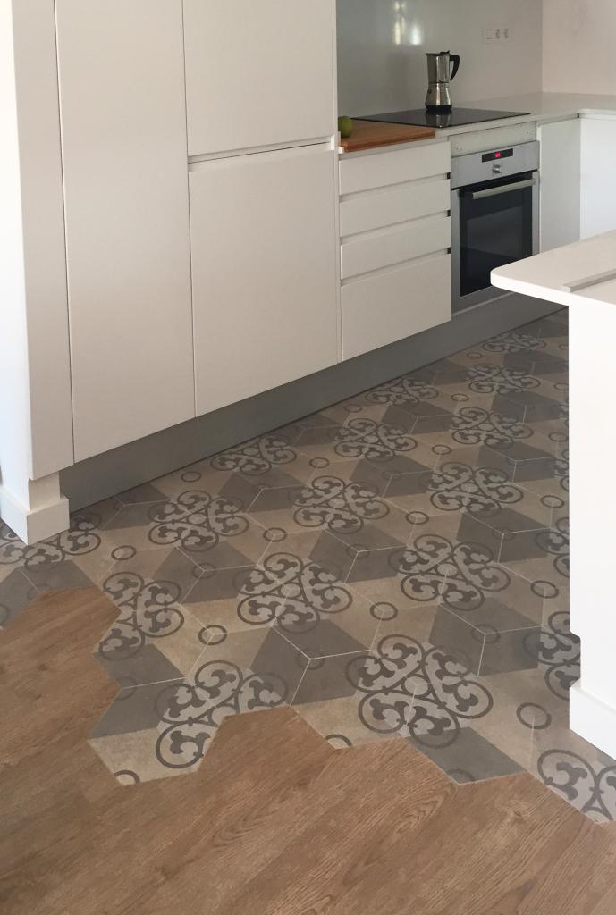 Camara bonastre cemento pulido parquet o gres for Suelo porcelanico imitacion madera precio